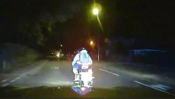 MET Police ram moped criminals