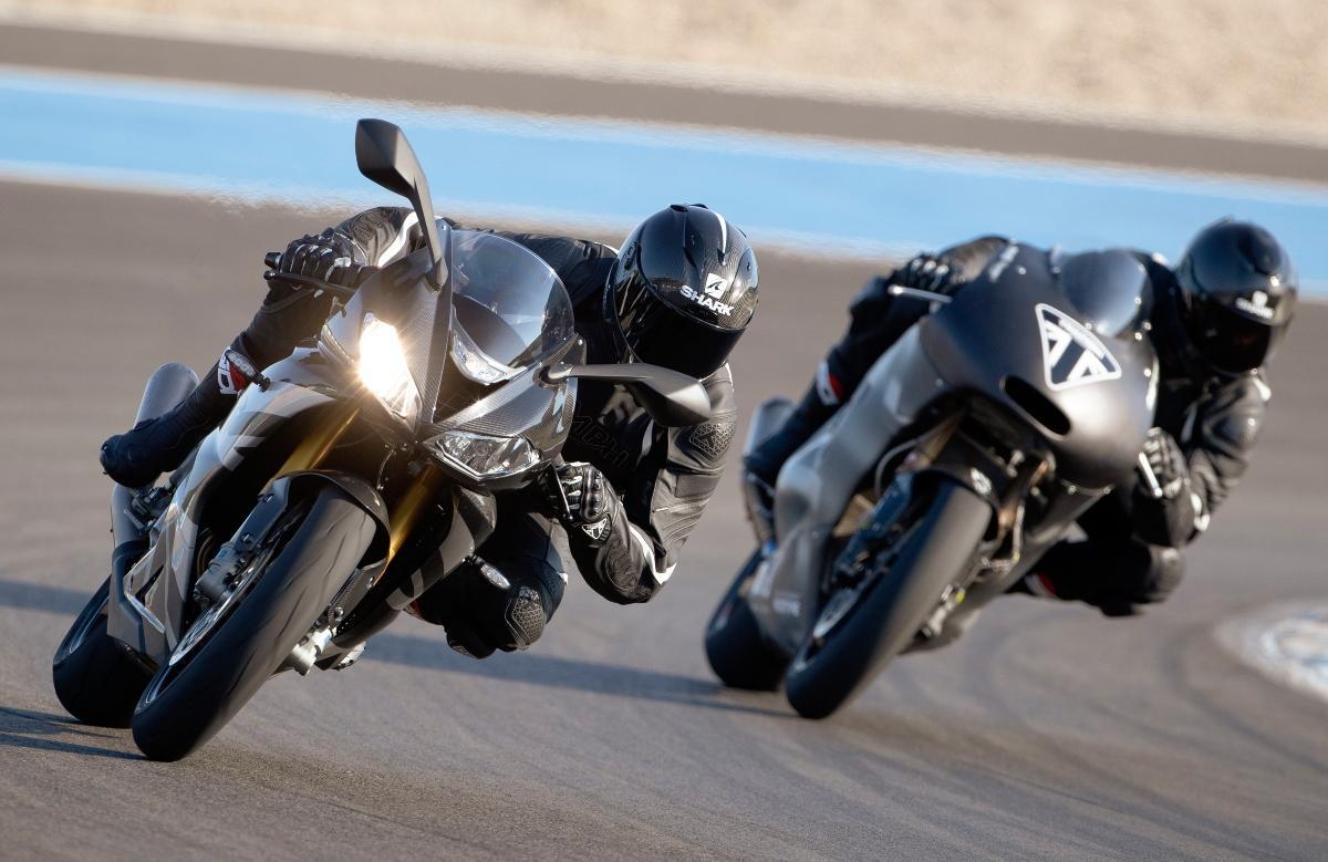 Daytona_Moto2_765-Dynamic_with_Moto2_Prototype 1200