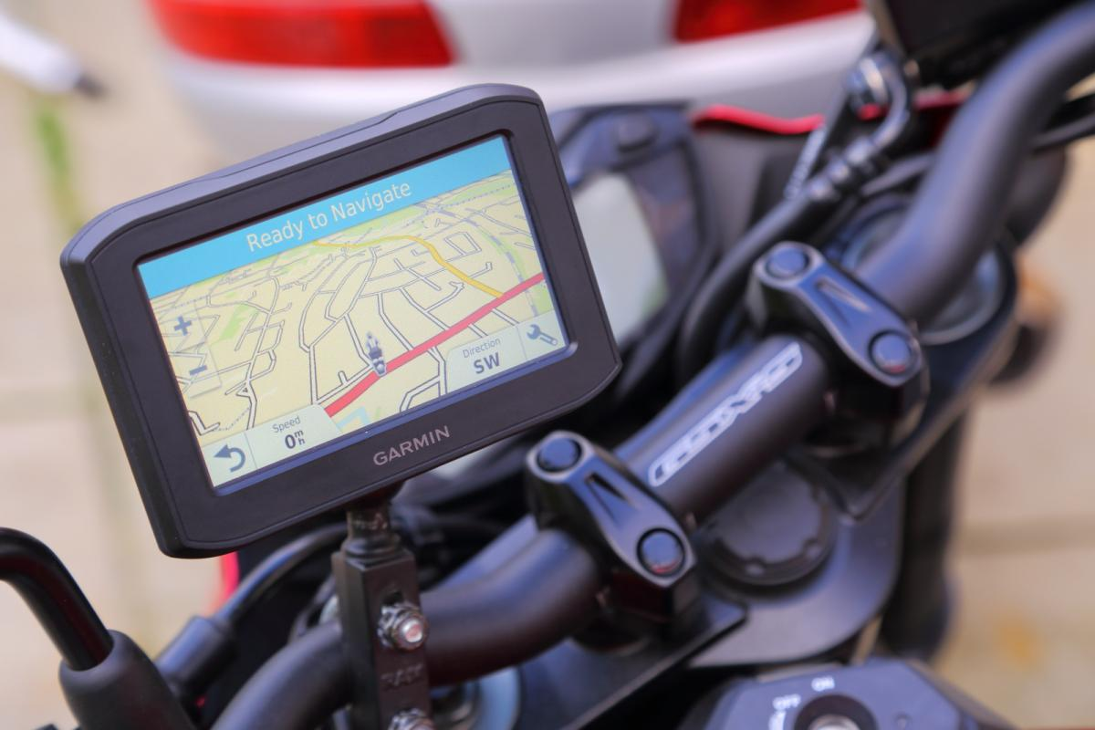 first look garmin zumo 396 sat nav visordown