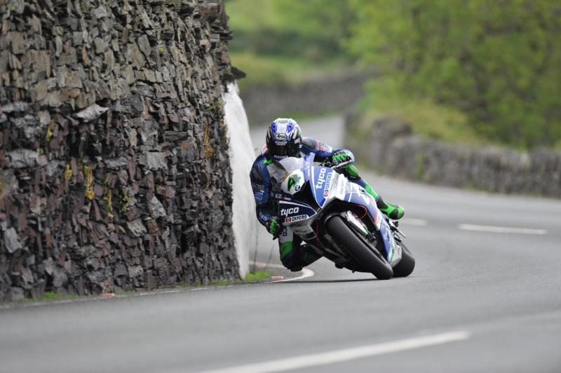TT 2017: Hutchy fastest again but weather stops play