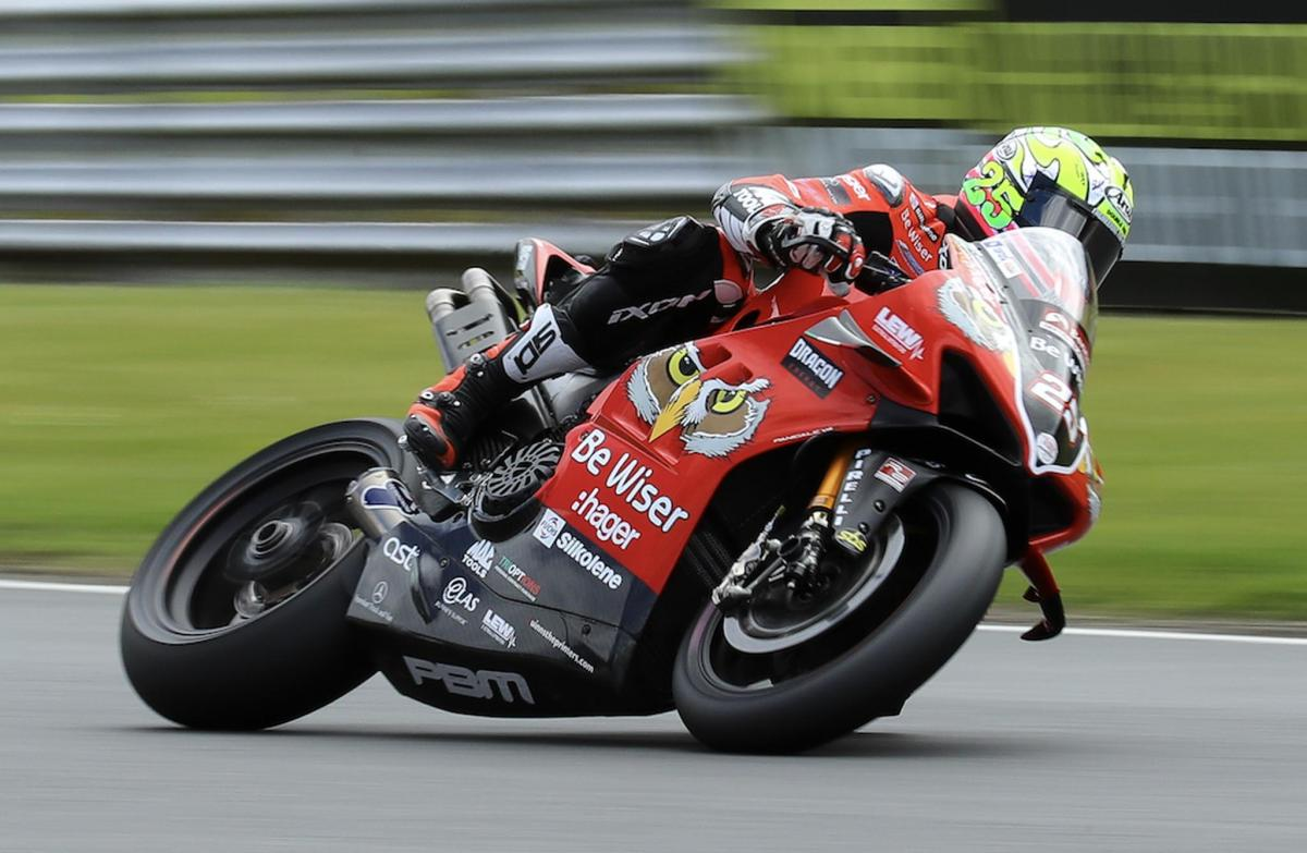 Brookes sets hot pace at Cadwell Park on rain-affected Friday
