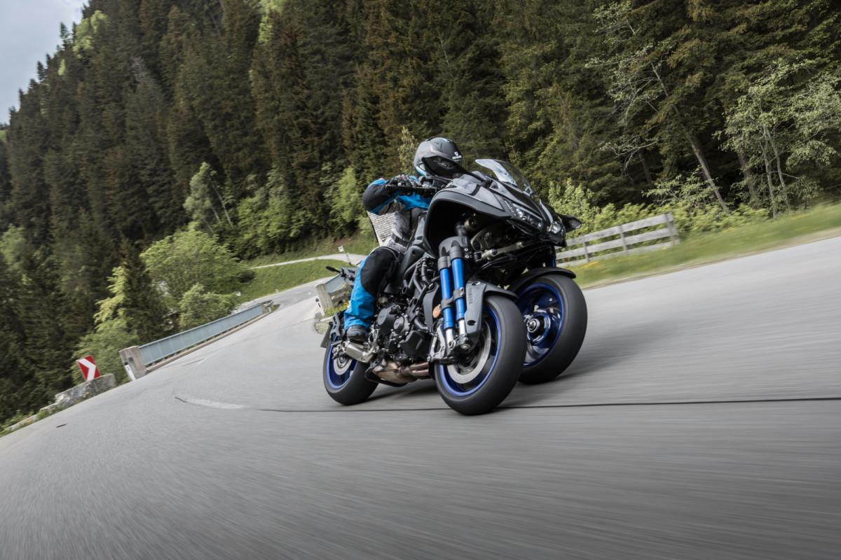 Full First Ride 2018 Yamaha Niken Visordown