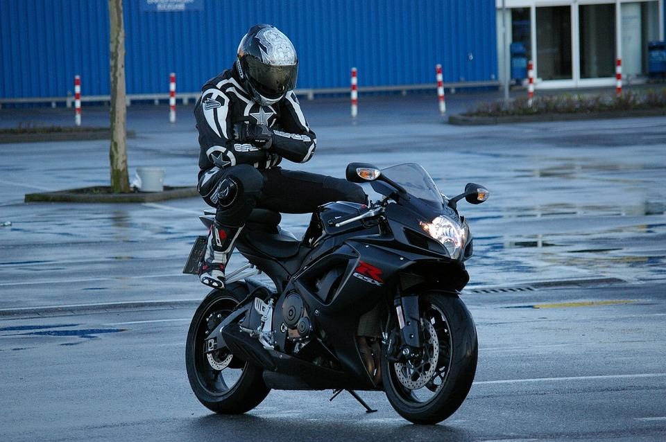 Six really annoying things only motorcyclists know about