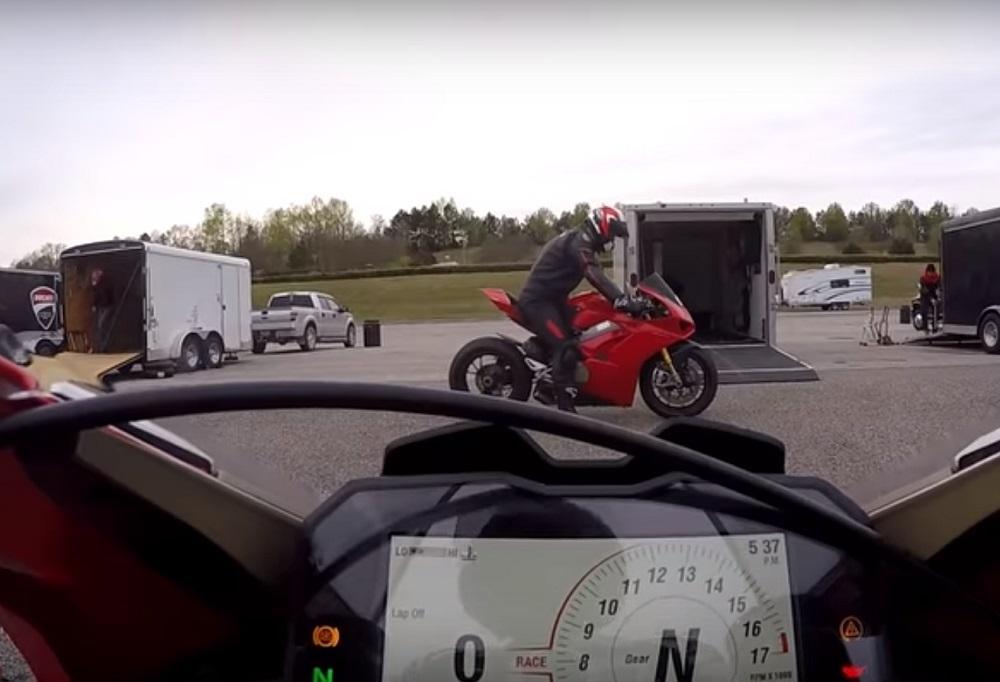 Ducati Panigale V4R vs V4