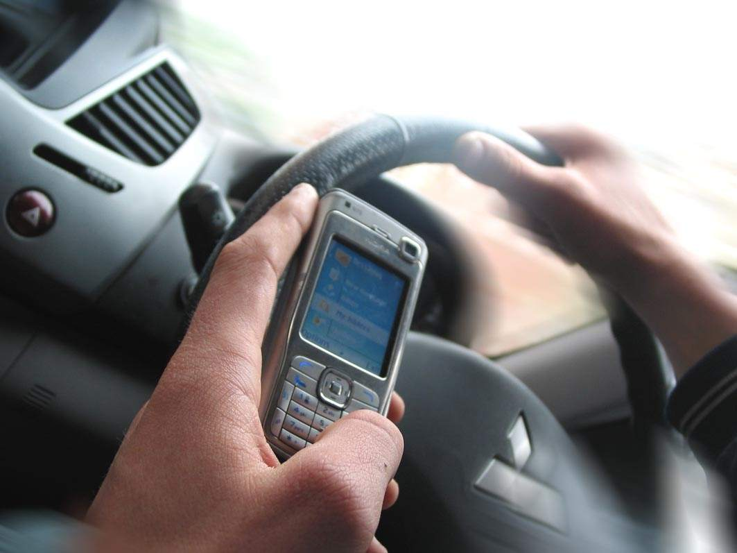 UK government moves to tighten mobile phone driving laws