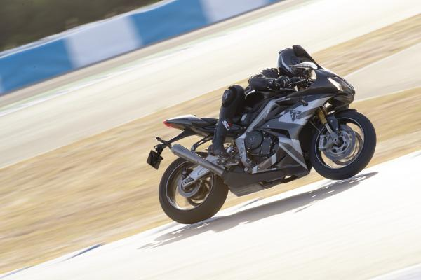Daytona%20Moto2%20765%20-%20Dynamic%201.