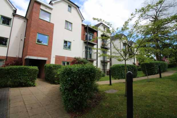 2 Bedrooms Apartment Flat for sale in Magnolia Court, Wolverhampton, West Midlands, WV4 5TR