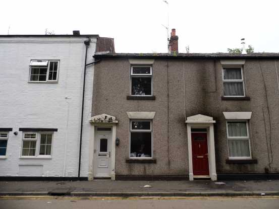 2 Bedrooms Terraced House for sale in Oldham Road, Rochdale, Lancashire, OL16 4SU