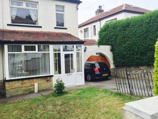 3 Bedrooms Semi Detached House for sale in Thornhill Grove, Shipley, West Yorkshire, BD18 1AY