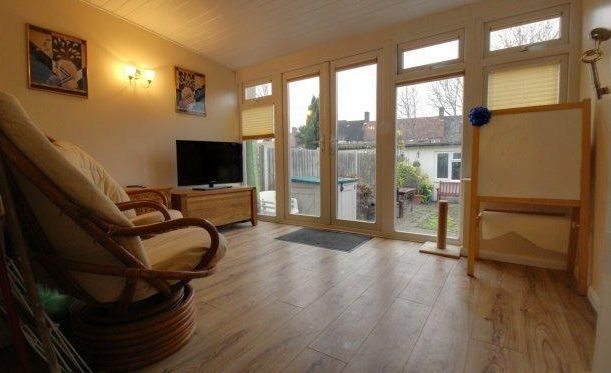 3 Bedrooms Terraced House for sale in Whitefoot Lane, Bromley, Kent, BR1 5SG