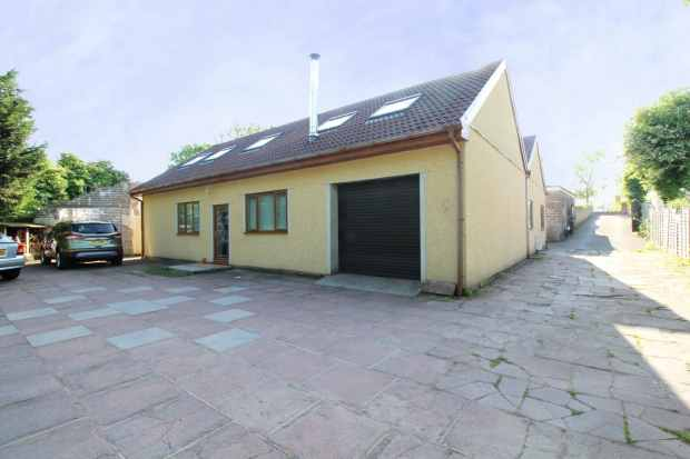 5 Bedrooms Detached Bungalow for sale in Penycoedcae Road, Pontypridd, Mid Glamorgan, Pontypridd, Mid Glamorgan, CF38 2AE