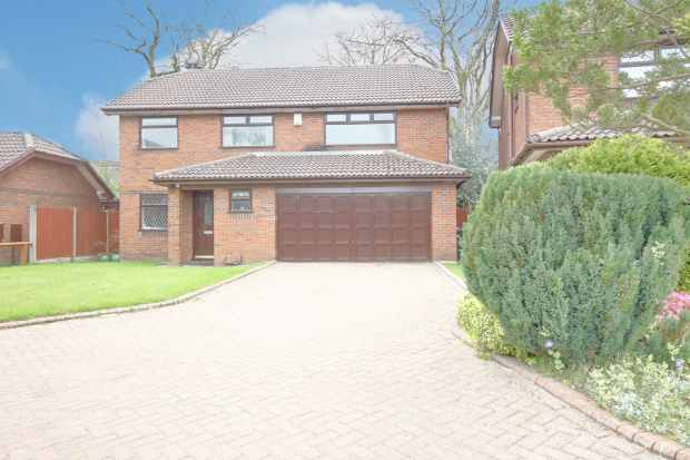 3 Bedrooms Detached House for sale in Willowfield Grove, Wigan, Lancashire, WN4 9NN