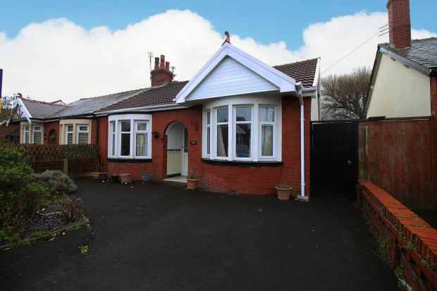 2 Bedrooms Semi Detached Bungalow for sale in Selby Avenue, Blackpool, Lancashire, FY4 2LY