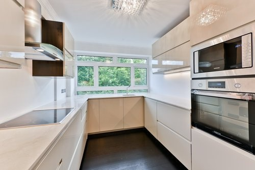 3 Bedrooms Flat for sale in Monckton Court, Strangways Terrace, Greater London, W14 8NF