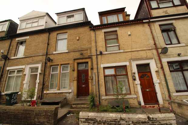 6 Bedrooms Terraced House for sale in Grantham Place, Bradford, West Yorkshire, BD7 1RJ