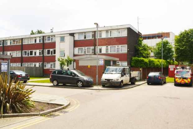 3 Bedrooms Apartment Flat for sale in Horne House, London, Greater London, SE18 4NH