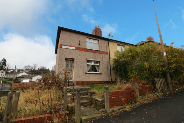 3 Bedrooms Semi Detached House for sale in Woodhouse Avenue, Keighley, West Yorkshire, BD21 5NX
