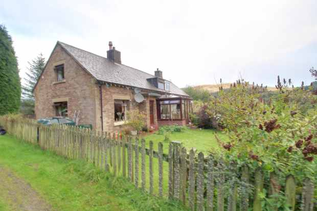 2 Bedrooms Semi Detached House for sale in Byrness Raw, Newcastle Upon Tyne, Northumberland, NE19 1TR