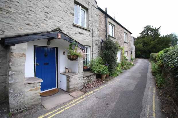 2 Bedrooms Terraced House for sale in Vicarage Lane,, Carnforth, Lancashire, LA6 2BA