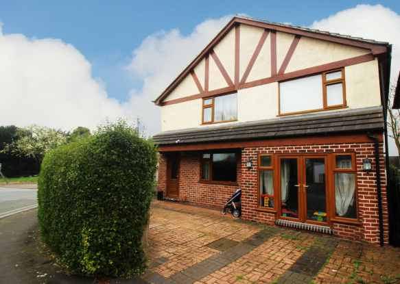 5 Bedrooms Detached House for sale in Alexandra Crescent, Uttoxeter, Staffordshire, ST14 7LQ