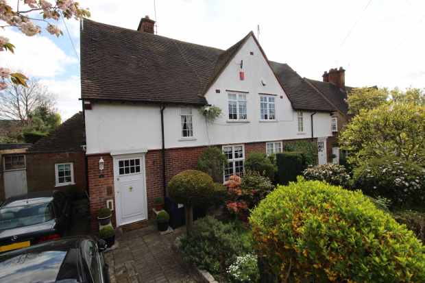4 Bedrooms Semi Detached House for sale in Midholm, London, Greater London, NW11 6LN