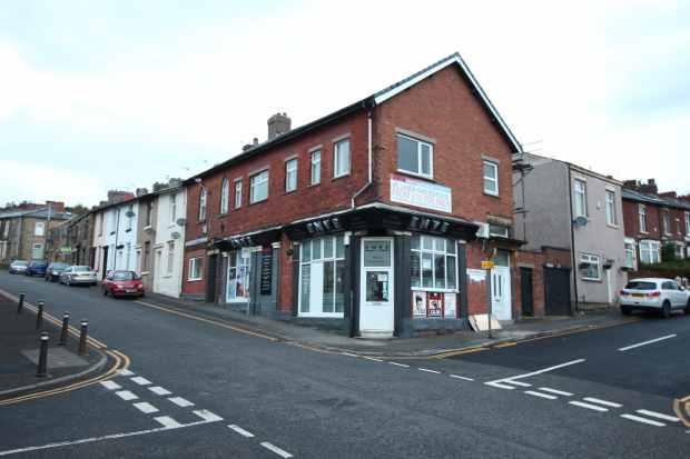 2 Bedrooms Flat for sale in Alexandra Road, Blackburn, Lancashire, BB2 6DW