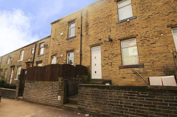 4 Bedrooms Terraced House for sale in Surrey Street, Halifax, West Yorkshire, HX1 3UF