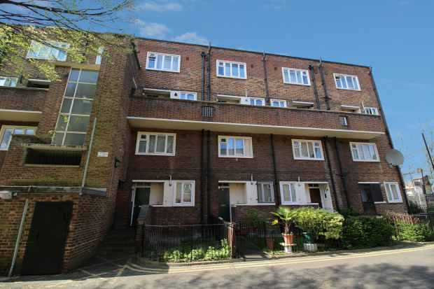 3 Bedrooms Apartment Flat for sale in Crouch Hall Court, Upper Holloway, Greater London, N19 4EP
