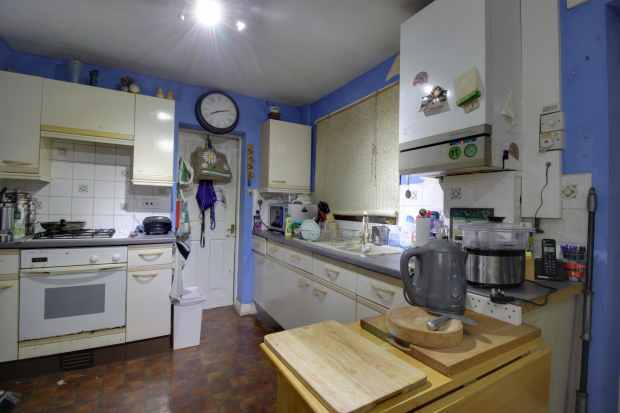 4 Bedrooms Semi Detached House for sale in Big Meadow Road, Wirral, Merseyside, CH49 9AQ