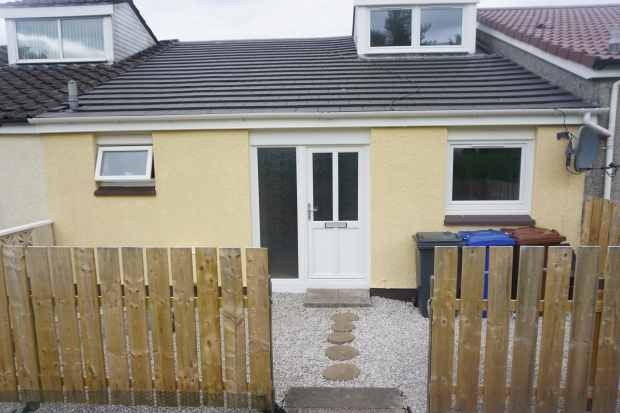 3 Bedrooms Terraced House for sale in Muirdykes Avenue, Port Glasgow, Renfrewshire, PA14 5XY