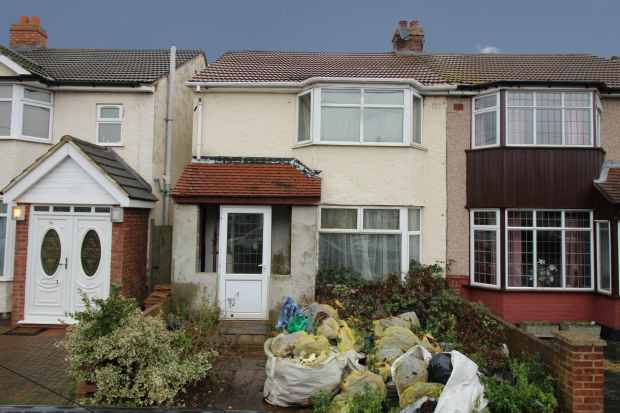 3 Bedrooms Semi Detached House for sale in Birch Road, Romford, Greater London, RM7 8EP