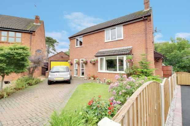 3 Bedrooms Detached House for sale in Llys Derwen, Chester, Cheshire, CH4 9AA