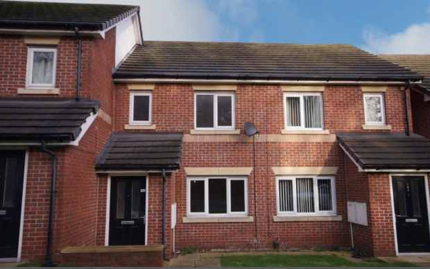 3 Bedrooms Terraced House for sale in Pontefract Rd, Barnsley, Barnsley, South Yorkshire, S71 1EZ