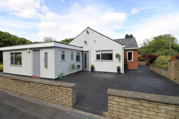 4 Bedrooms Detached Bungalow for sale in Newbridge Road, Newbridge, Clwyd, LL14 3JF