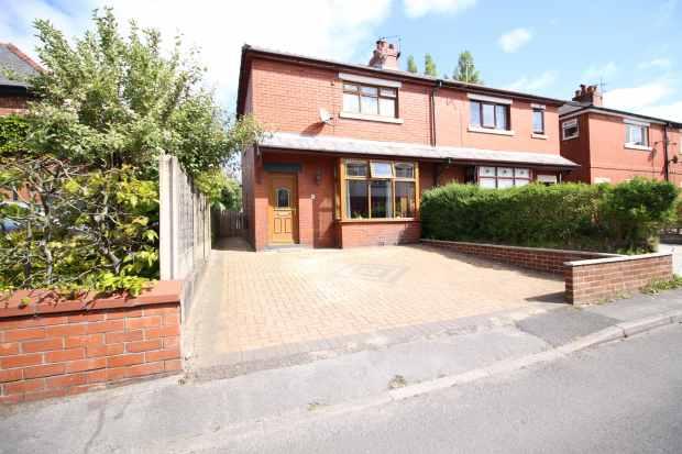 3 Bedrooms Semi Detached House for sale in Mead Avenue, Leyland, Lancashire, PR25 3FH