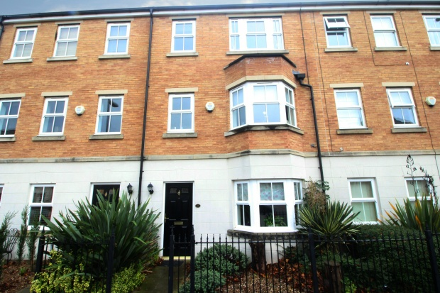 4 Bedrooms Town House for sale in Tuke Grove, Wakefield, West Yorkshire, WF1 4SL