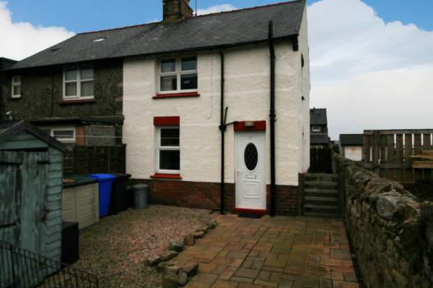 2 Bedrooms Semi Detached House for sale in Jubilee Place, Seahouses, Northumberland, NE68 7RZ