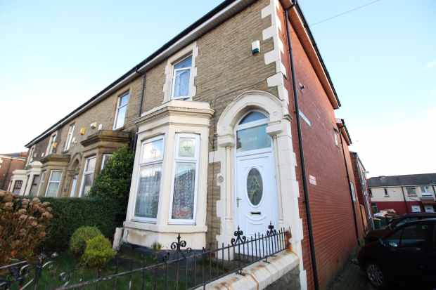 3 Bedrooms Property for sale in New Hall Lane, Preston, Lancashire, PR1 4SU