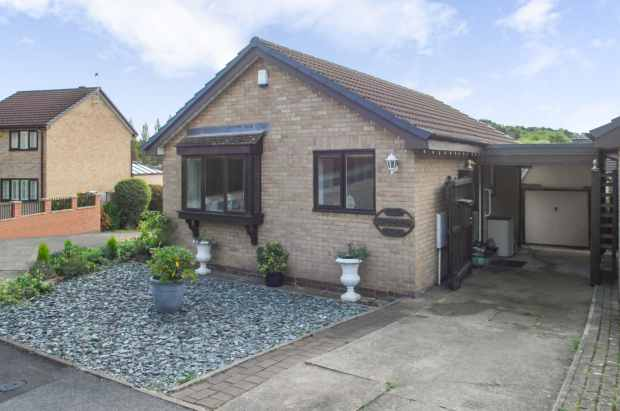2 Bedrooms Detached Bungalow for sale in Cragdale Grove, Sheffield, Yorkshire, S20 5DS
