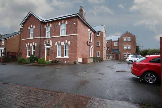 2 Bedrooms Apartment Flat for sale in Dean Court, Preston, Lancashire, PR5 6TF
