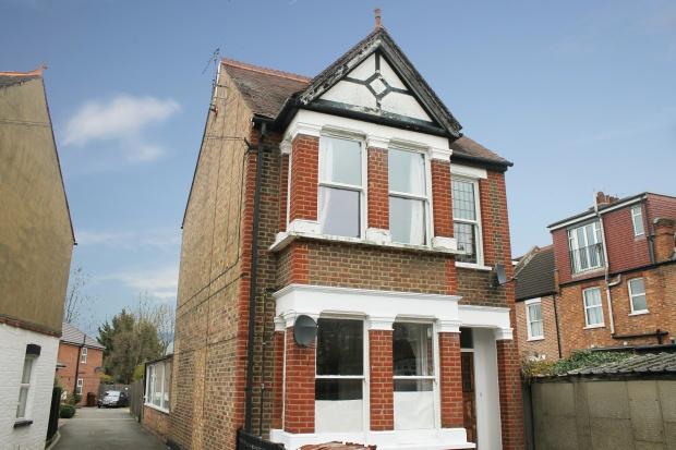 2 Bedrooms Flat for sale in Butler Road, Harrow, Middlesex, HA1 4DX