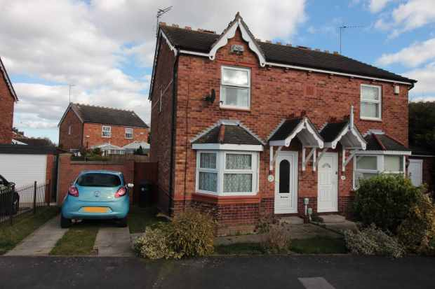 3 Bedrooms Semi Detached House for sale in Canterbury Drive, Hull, North Humberside, HU8 9US