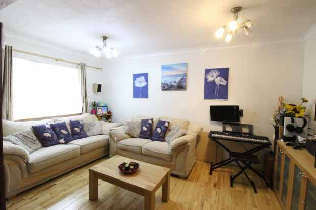 3 Bedrooms Terraced House for sale in Dewsgreen, Basildon, Essex, SS16 4NT