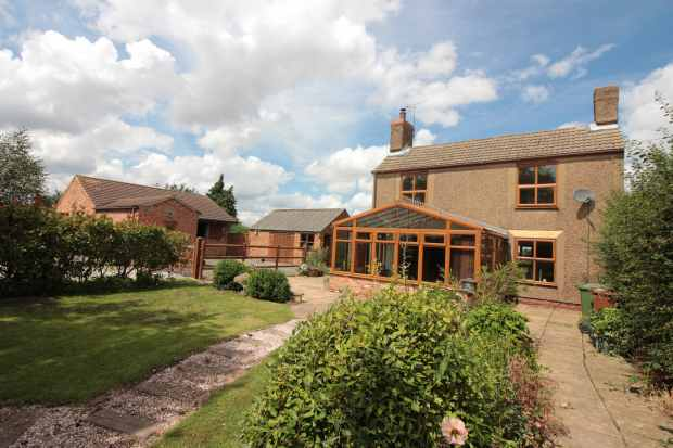 3 Bedrooms Detached House for sale in Epworth Road, Doncaster, South Yorkshire, DN9 1AX