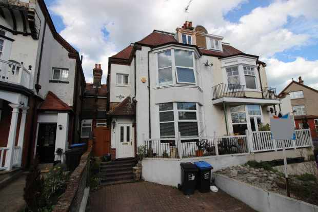 5 Bedrooms Semi Detached House for sale in Park Road, Ramsgate, Kent, CT11 9TL