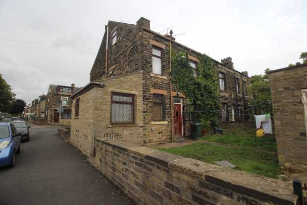 3 Bedrooms Terraced House for sale in Harewood Street, Bradford, West Riding, BD3 9EG