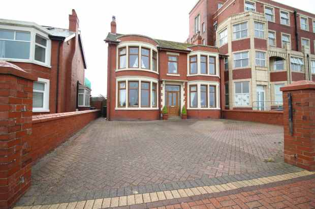 5 Bedrooms Detached House for sale in The Esplanade, Fleetwood, Lancashire, FY7 7AA