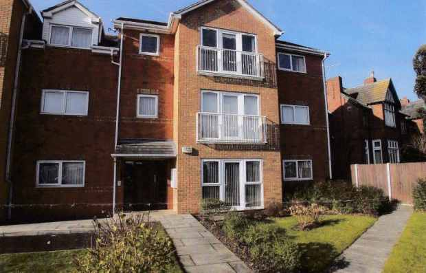 2 Bedrooms Flat for sale in Waterpark House, Birkenhead, Merseyside, CH42 9PG