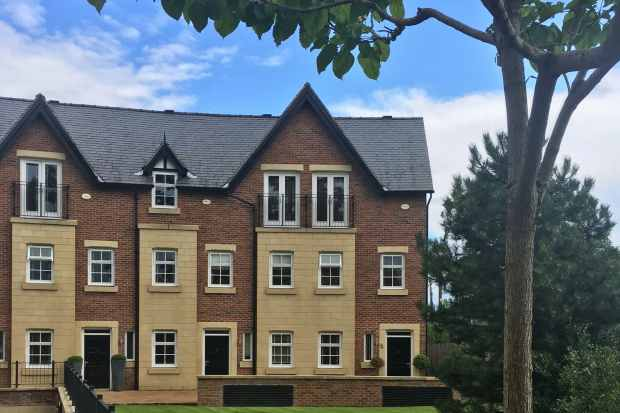 3 Bedrooms Town House for sale in Edge View Crescent, Alderley Edge, Cheshire, SK9 7TB