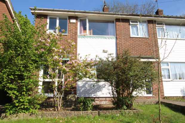 3 Bedrooms Terraced House for sale in Bushey Close, High Wycombe, Buckinghamshire, HP12 3HL